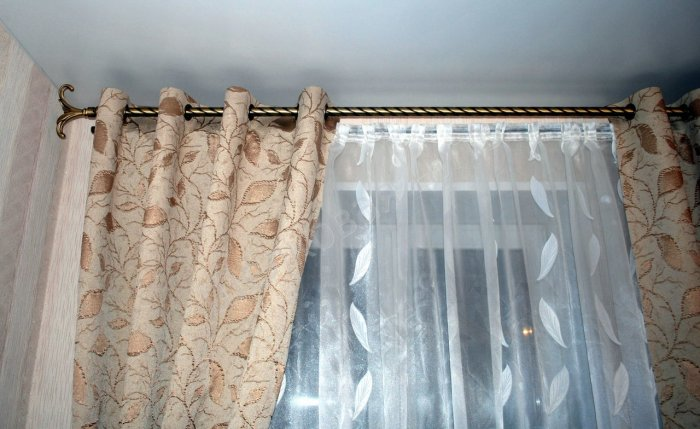 curtains-on-the-grommet-1