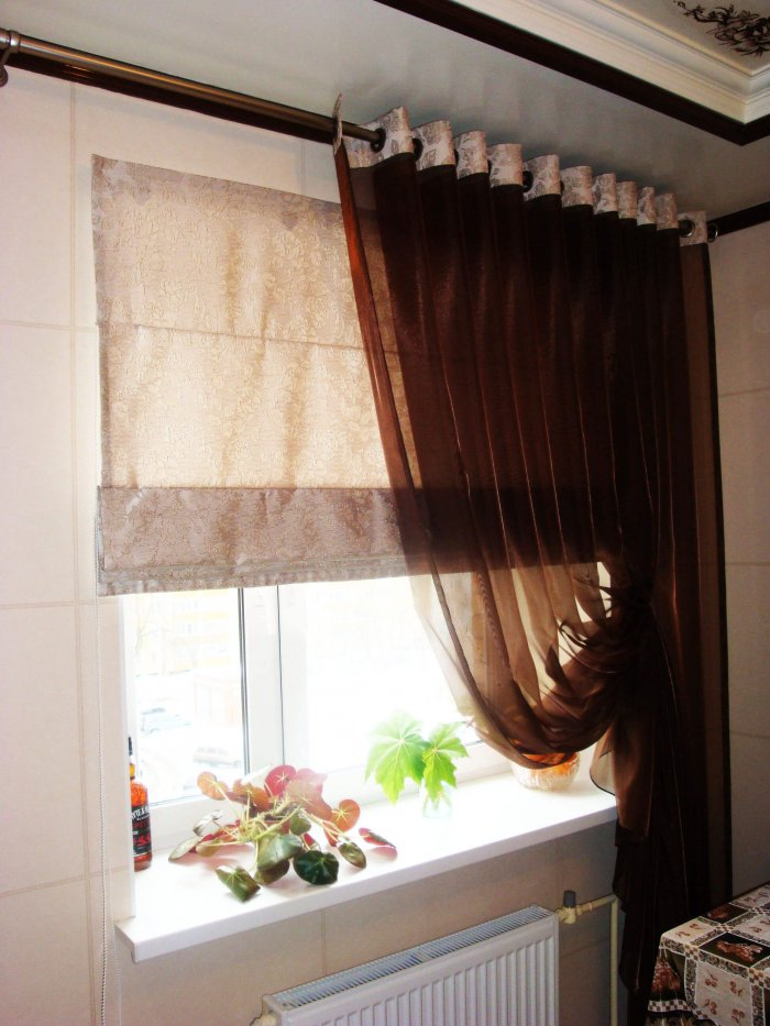 curtains-on-the-grommet-2-2