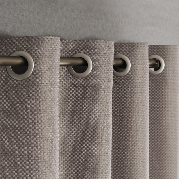 curtains-on-the-grommet-2