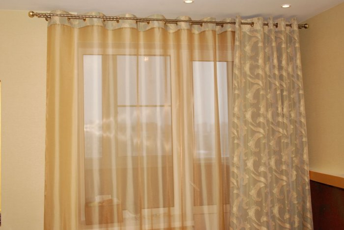 curtains-on-the-grommet-3
