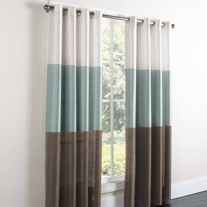 curtains-on-the-grommet-5-7