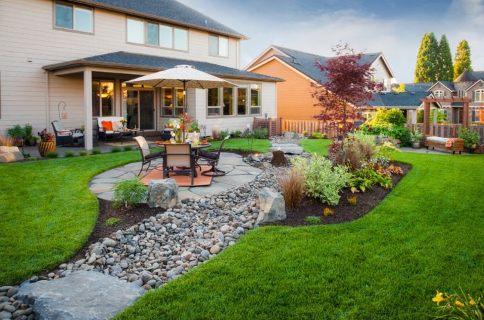 Обустройство двора частного дома (29)