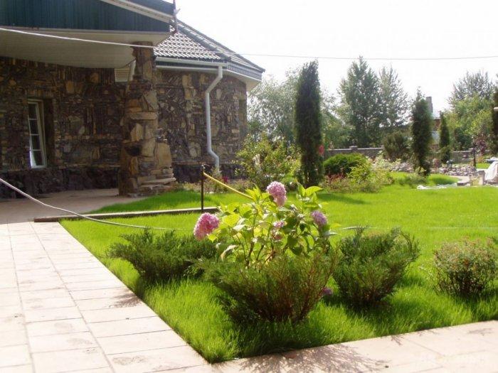 Обустройство двора частного дома (44)