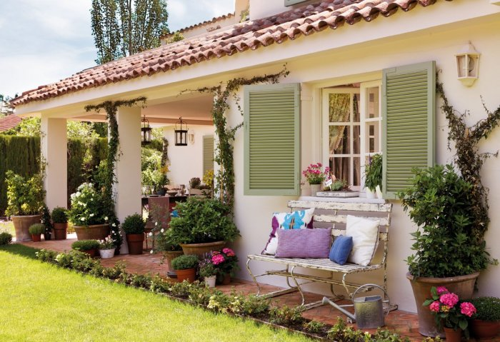 Обустройство двора частного дома (54)
