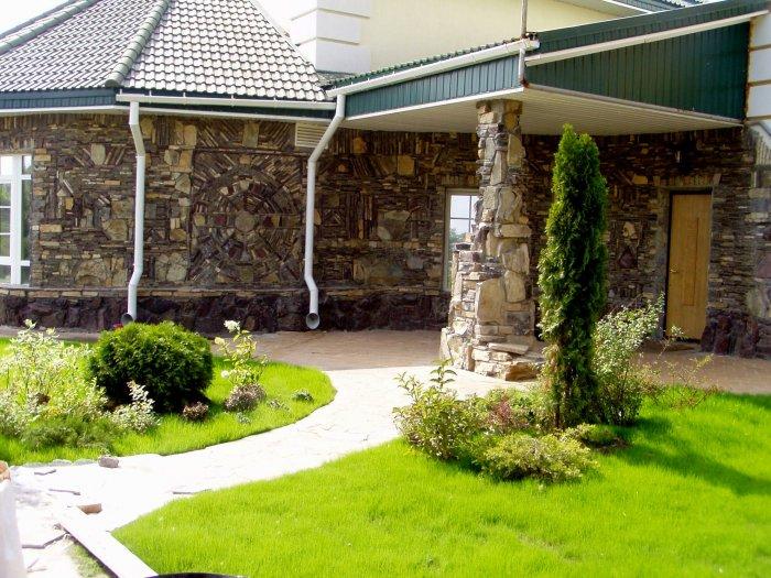 Обустройство двора частного дома (9)