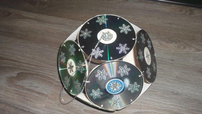 Поделки из дисков (34)