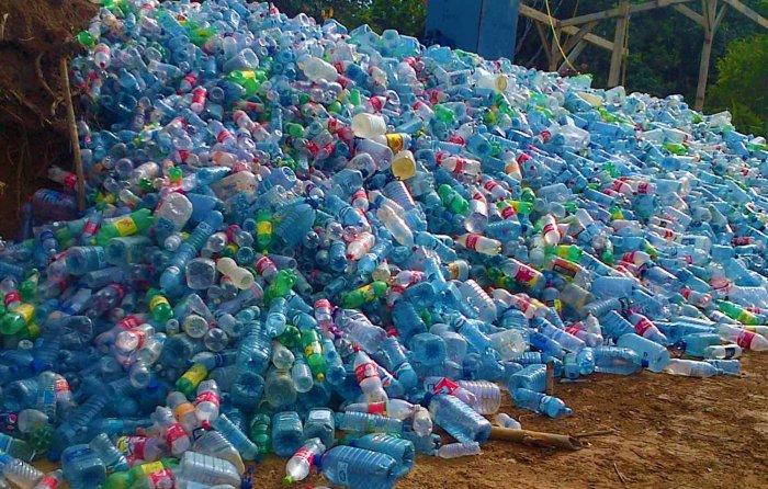 Поделки из пластиковых бутылок для дома и дачи (1)