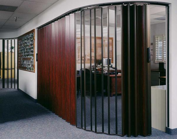 Как выбрать складную дверь