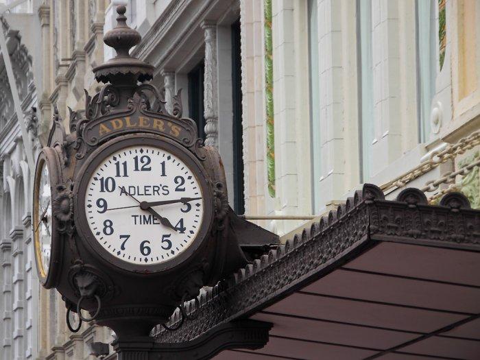 Дизайн площадей уличными часами