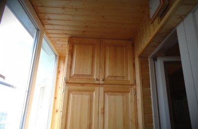Достоинства деревянной вагонки для балкона