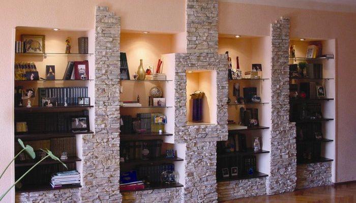 Каменный декор в интерьере квартиры