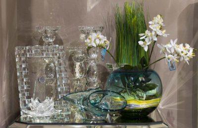 Стеклянные предметы декора в интерьере